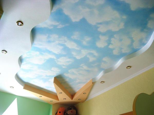 Потолок в детской в виде неба