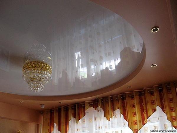 Светлый двухуровневый потолок
