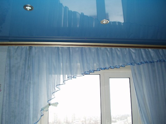 карниз на натяжной потолок фото