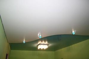 Потолочные светильники и люстра