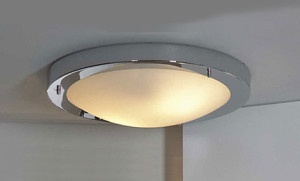 Потолочный светильник для ванной комнаты