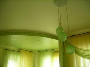 Потолок натяжной конструкции из сатина