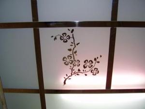 Потолок с изображением цветка