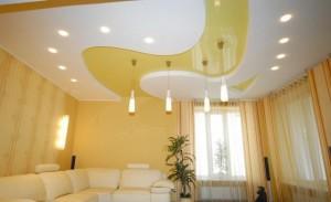 Двухуровневый натяжной потолок в комнате