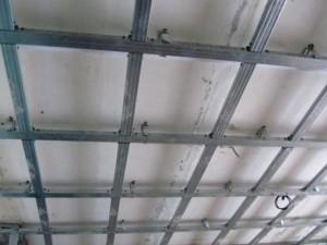Первый уровень двухуровневого потолка
