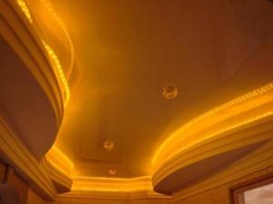 Комбинированное освещение потолка