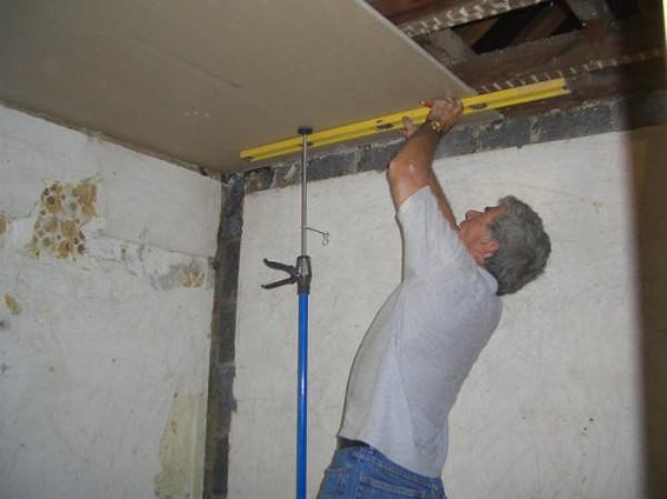 Обшивка потолка гипсокартоном видео своими руками