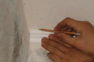 Плинтус потолочный из полиуретана как элемент отделки интерьера