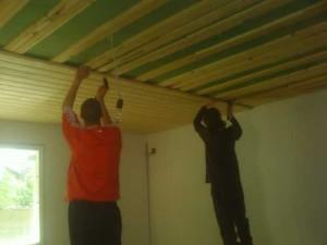 Установка панелей на потолок