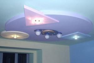 Потолок с лампами