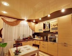 Светло-коричневый потолок