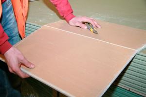 Разрезаем лист гипсокартона