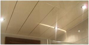 Аккуратный потолок светло коричневого цвета