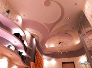 Розовый потолок с малиновым декором