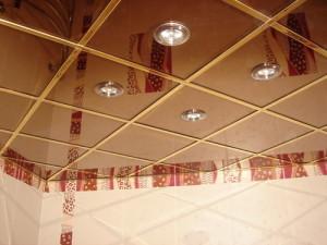 Что собой представляют зеркальные потолки?
