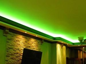 Подсветка по краю потолка