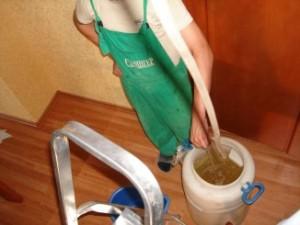 Слив воды с помощью шланга