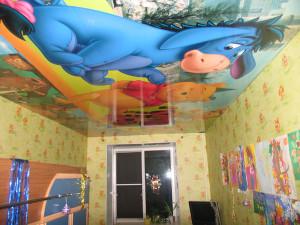Оформление потолка в комнате