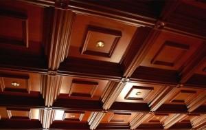 Варианты устройства деревянного потолка