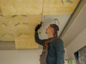 Какой материал предпочтительнее для шумоизоляции потолка?