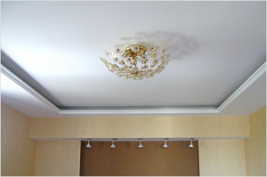 Ровный белый потолок