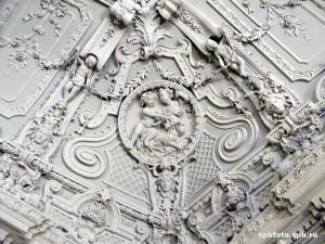 Лепнина и потолок