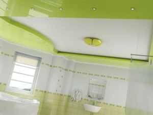 Зелено-белый потолок