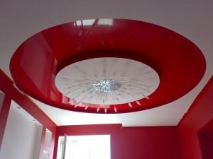 Натяжное полотно на потолке
