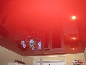 Ярко красный потолок