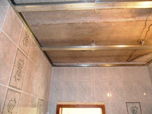 Как сделать потолок в ванной из пластика своими руками 85
