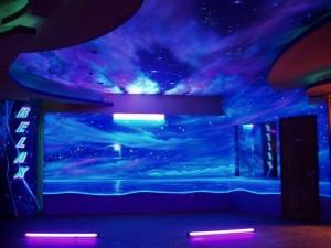 Потолок на основе люминесцентной окраски