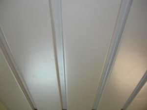 Панели из металла на потолке