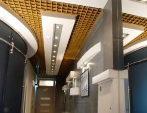 Армстронг в коридоре
