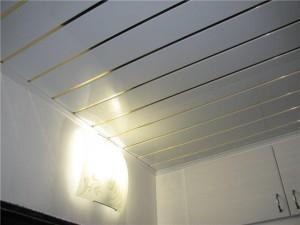 Реечный потолок с ПВХ
