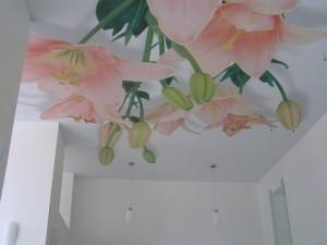 Лилии на потолке