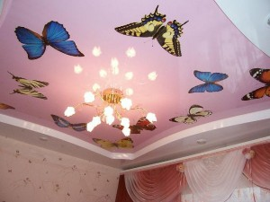 Бабочки на натяжном полотне