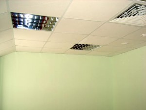 Навесная плитка на потолке