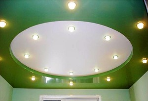 Белый круг на зеленом полотне