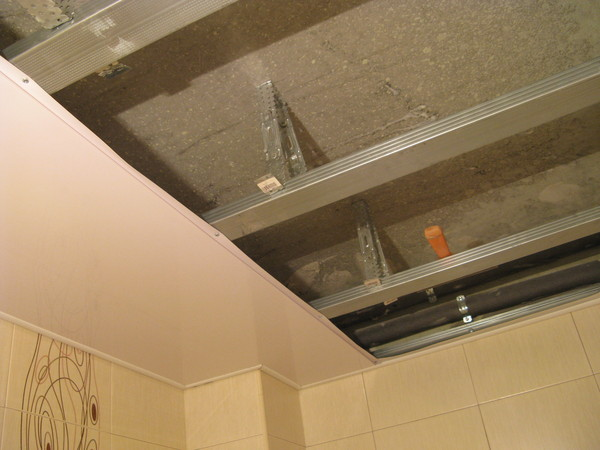 Потолок из пвх панелей своими руками в ванной