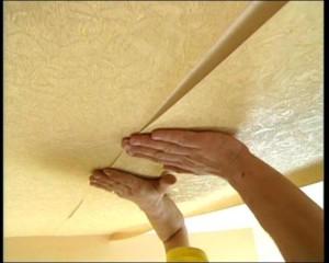 Стеклообои на потолок - как правильно наклеить материал