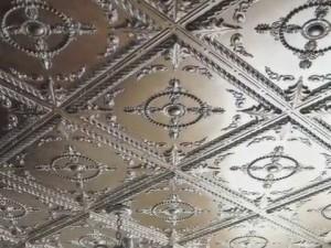 Клеевой потолок — просто и недорого