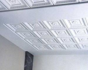 Отделка потолка панелями из пенопласта