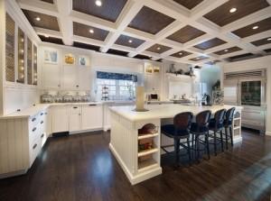 Балки в кухонном интерьере