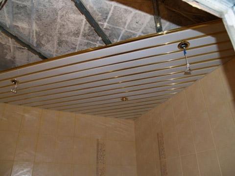 Подвесные потолки в ванной своими рука