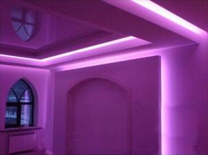 Чем хорош потолок с неоновой подсветкой?
