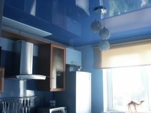 Синий глянец на кухне