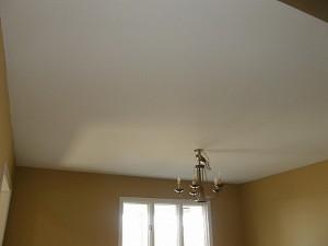 Побелка на потолке в комнате