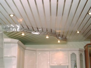Реечные потолки в ванной — достоинства, дизайн, особенности монтажа