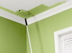 Красим потолок зеленой краской