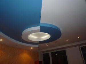 Сине-белый потолок